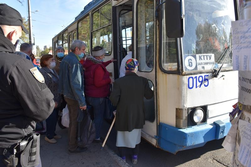 У Краматорську проводяться рейди у міському транспорті, фото-8