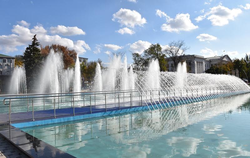У сквері Профспілок новий фонтан проходить пуско-налагоджувальні роботи, фото-1