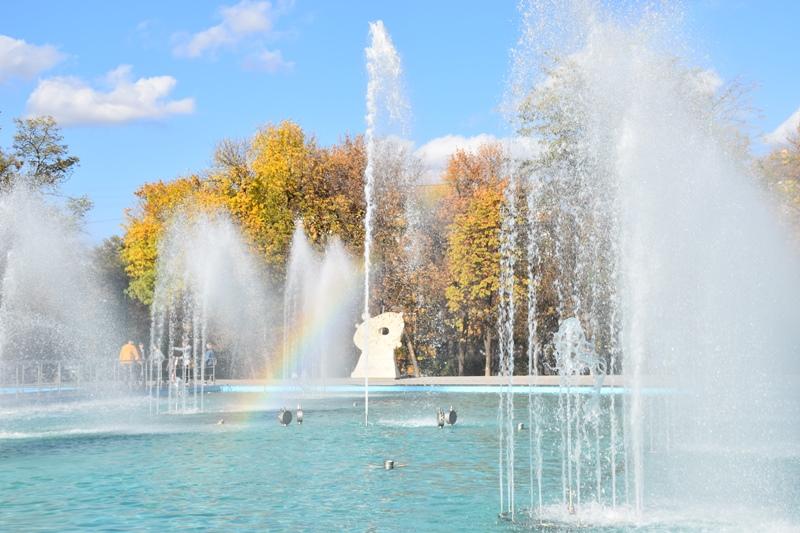 У сквері Профспілок новий фонтан проходить пуско-налагоджувальні роботи, фото-2