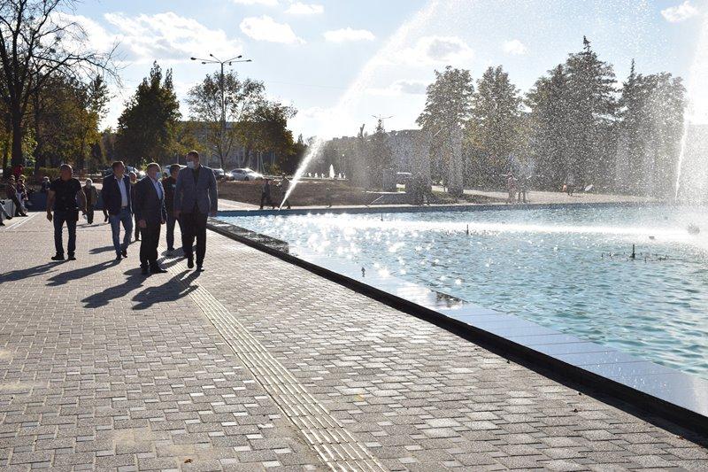 У сквері Профспілок новий фонтан проходить пуско-налагоджувальні роботи, фото-4