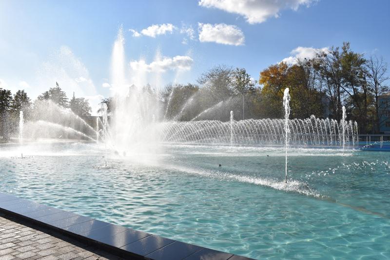 У сквері Профспілок новий фонтан проходить пуско-налагоджувальні роботи, фото-8