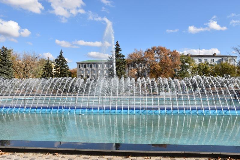 У сквері Профспілок новий фонтан проходить пуско-налагоджувальні роботи, фото-9