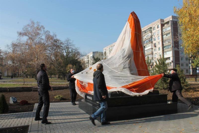 У Краматорську відкрили пам'ятний знак учасникам ліквідації наслідків аварії на Чорнобильський АЕС, фото-2