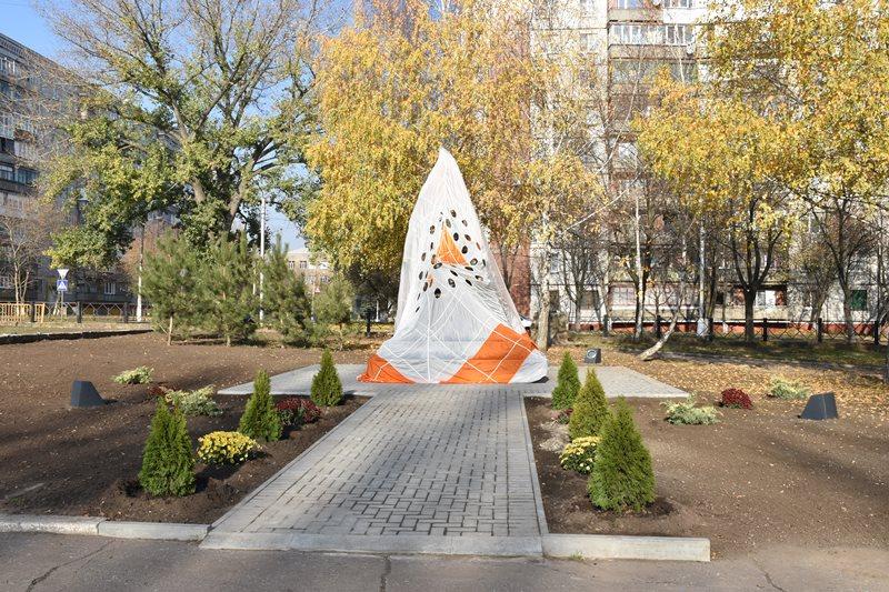 У Краматорську відкрили пам'ятний знак учасникам ліквідації наслідків аварії на Чорнобильський АЕС, фото-1