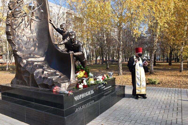 У Краматорську відкрили пам'ятний знак учасникам ліквідації наслідків аварії на Чорнобильський АЕС, фото-5