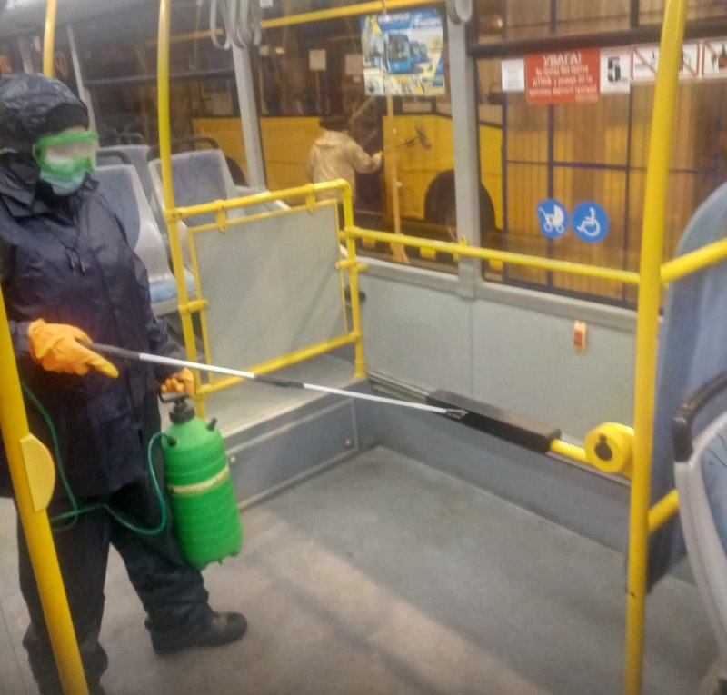 ФОТОФАКТ. У Краматорську продовжують проводити щоденну дезінфекцію пасажирського транспорту, фото-1