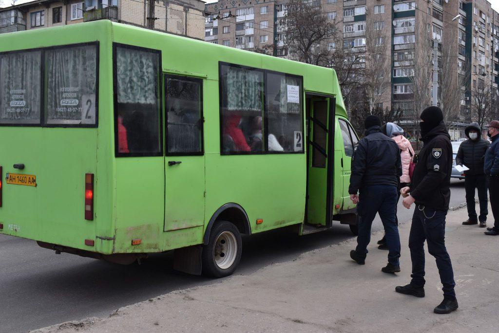 Правоохоронці Краматорська перевіряють дотримання маскового режиму в громадському транспорті, фото-1