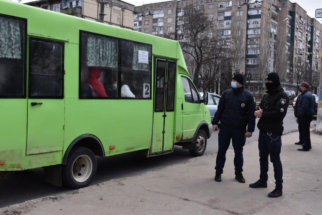 Правоохоронці Краматорська перевіряють дотримання маскового режиму в громадському транспорті, фото-3