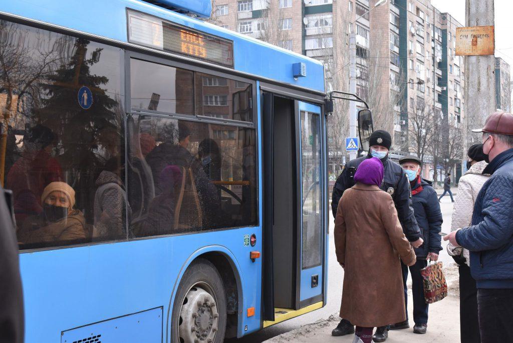 Правоохоронці Краматорська перевіряють дотримання маскового режиму в громадському транспорті, фото-2